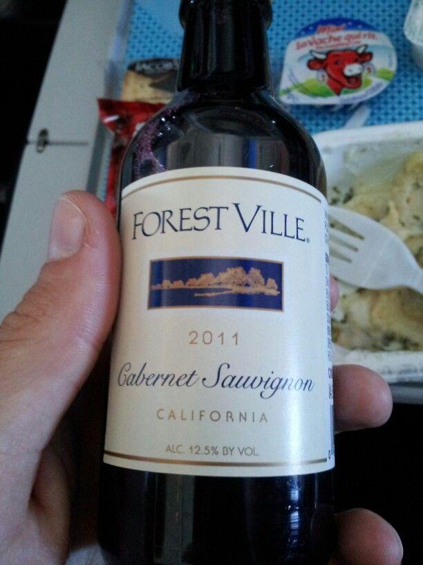 Wino na pokladzie. Na szczescie w butelkach- nie to co w LOT ;)
