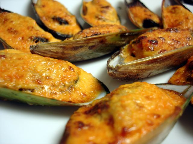 Monster Munching: Baked Mussels in Dynamite Sauce. Must buy more Kewpie Mayo