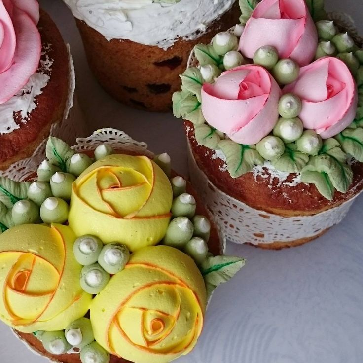 41 отметок «Нравится», 6 комментариев — Svetlana (@krasi_lnikova) в Instagram: «Кремовые цветочки 🌻🌻🌻 на куличах 😋 к светлому весеннему празднику ⛪🌞»