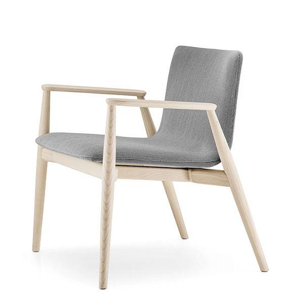 Butaca nórdica MALMO, asiento tapizada y estructura en madera de fresno