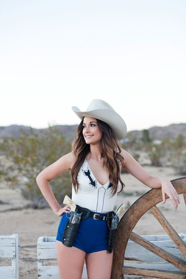 "Kacey Musgraves ""Follow your arrow"" cowgirl outfit"