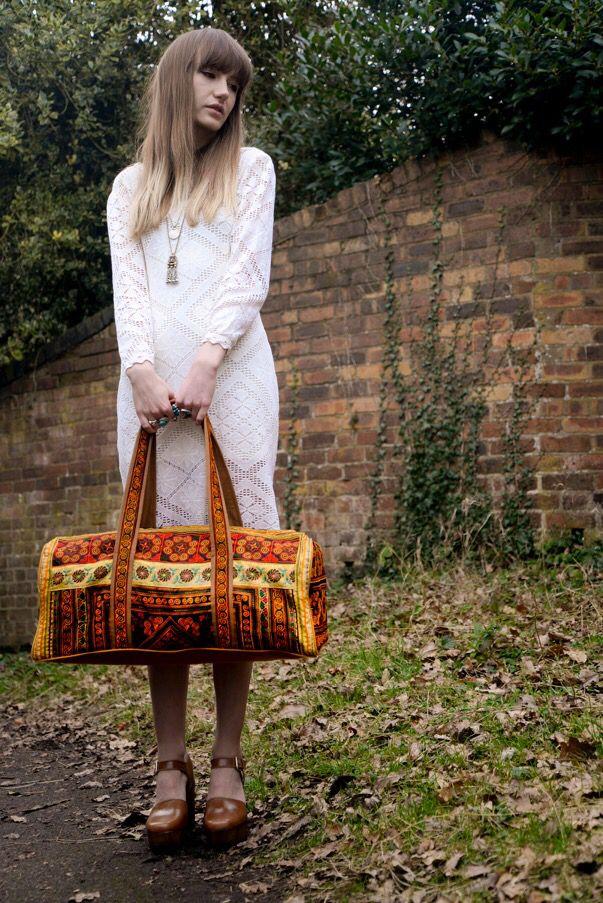 Mega babe Sara Waiste and her Nevarah travel bag