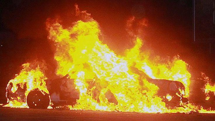 Водитель Maserati горит заживо, ДТП, Ростовская набережная, 16.04.17 Москва