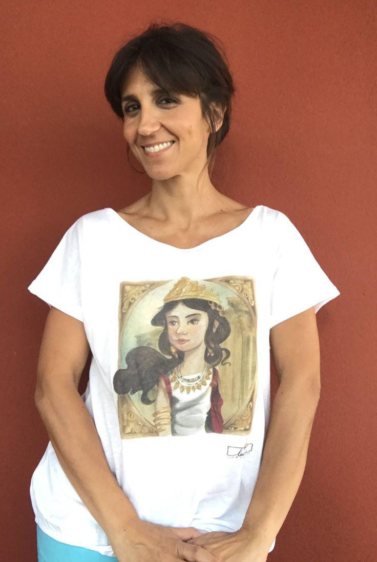 Camiseta Zenobia de luciaILUSTRACION en Etsy