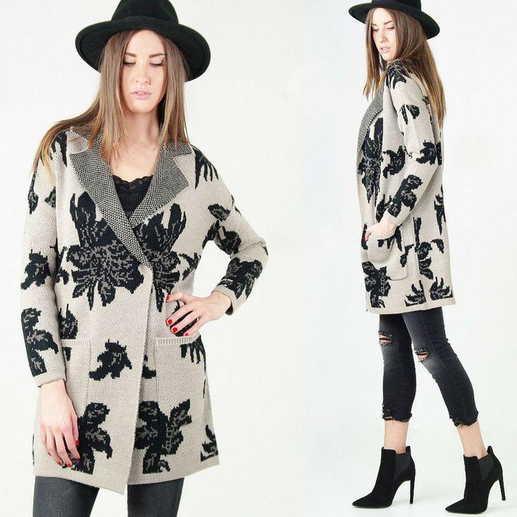 È arrivato il cappotto in lana con fantasia a fiore e chiusura con bottoni a pressione ed è perfetto per affrontare l'inverno con stile!