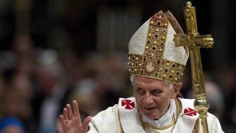 Conclaaf nieuwe paus begint mogelijk eerder.  Het conclaaf waarin de kardinalen een nieuwe paus kiezen, begint mogelijk eerder dan 15 maart. Dat heeft het Vaticaan vandaag bekendgemaakt. Voorwaarde is wel dat voldoende kardinalen op tijd in Rome kunnen zijn. Er mogen hooguit 120 kardinalen aan het conclaaf deelnemen. LEES VERDER OP : WWW.TISNIEWAAR.NL