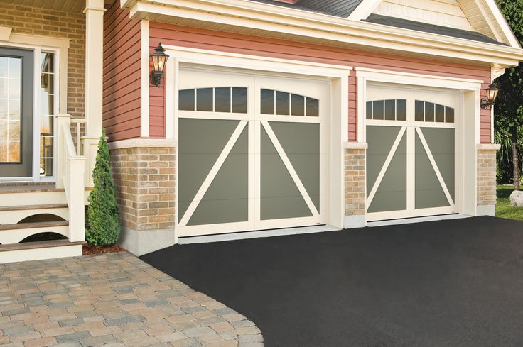 18 best country farmhouse style tendance champ tre for Farmhouse garage doors