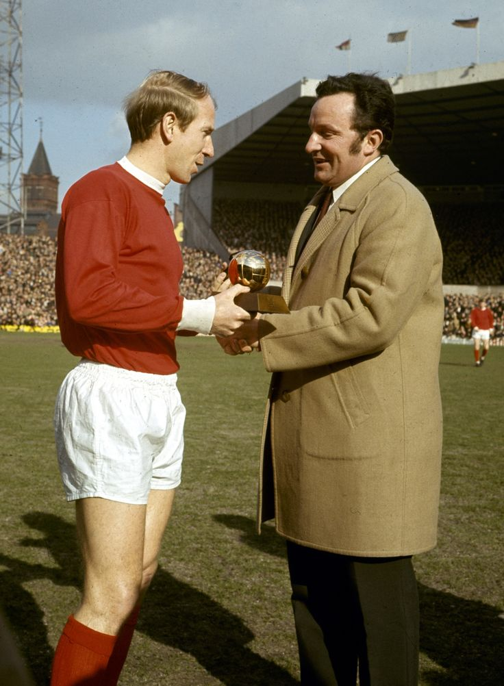 Bobby Charlton receiving hisBallon d'Or at Old Trafford, 1967.