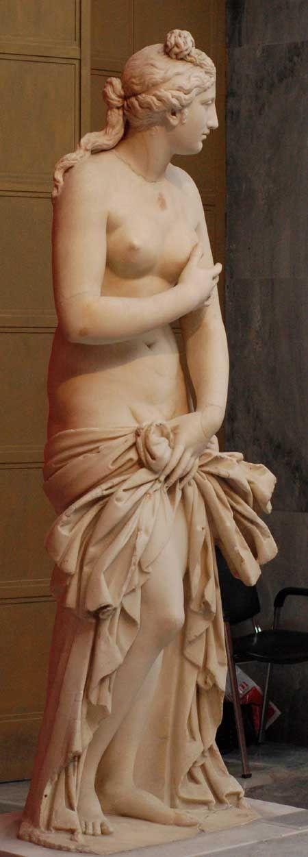 Statue d'Aphrodite (marble - IVème siècle AEC) restorée par Antonio Canova (Musée archéologique national d'Athènes)