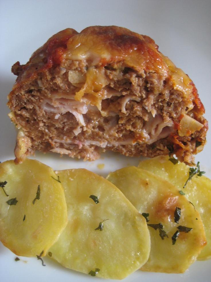 Rollo de carne picada    http://coeurdecuisine.blogspot.com.es/2011/02/esta-es-una-receta-tan-facil-y-rapida.html