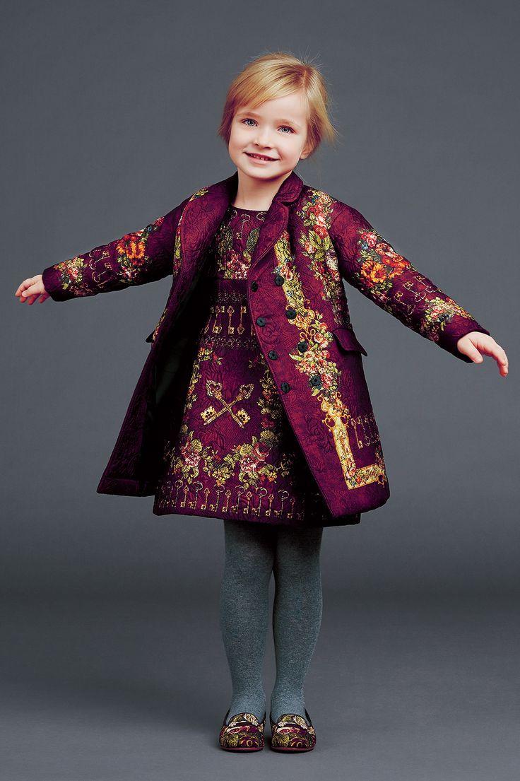 http://www.dolcegabbana.com/child/collection/dolce-and-gabbana-winter-2015-child-collection-28/ V