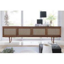 A Saccaro produz móveis de design há 65 anos. Está presente em mais de 25 países, com mais de 80 lojas.