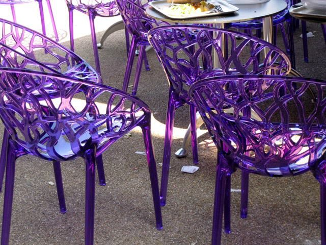 Purple chairs ... Omgosh! I ♥ these!