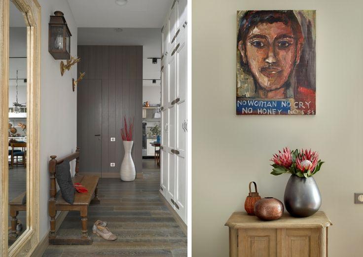 Пол в квартире выложен брашированной паркетной доской Admonter, в гостевой ванной — натуральным тиком. Стены и двери выкрашены красками нейтральных спокойных цветов, за исключением насыщенноалой спальни хозяев. Стена в гостиной покрыта фактурной штукатуркой, в детской внимание привлекают обои с рисунками, заказанные в небольшой американской мастерской. Одна из стен кабинета выложена фактурным антикварным кирпичом, пол — шестигранной плиткой Mosaic del Sur, сделанной специально по нашему…