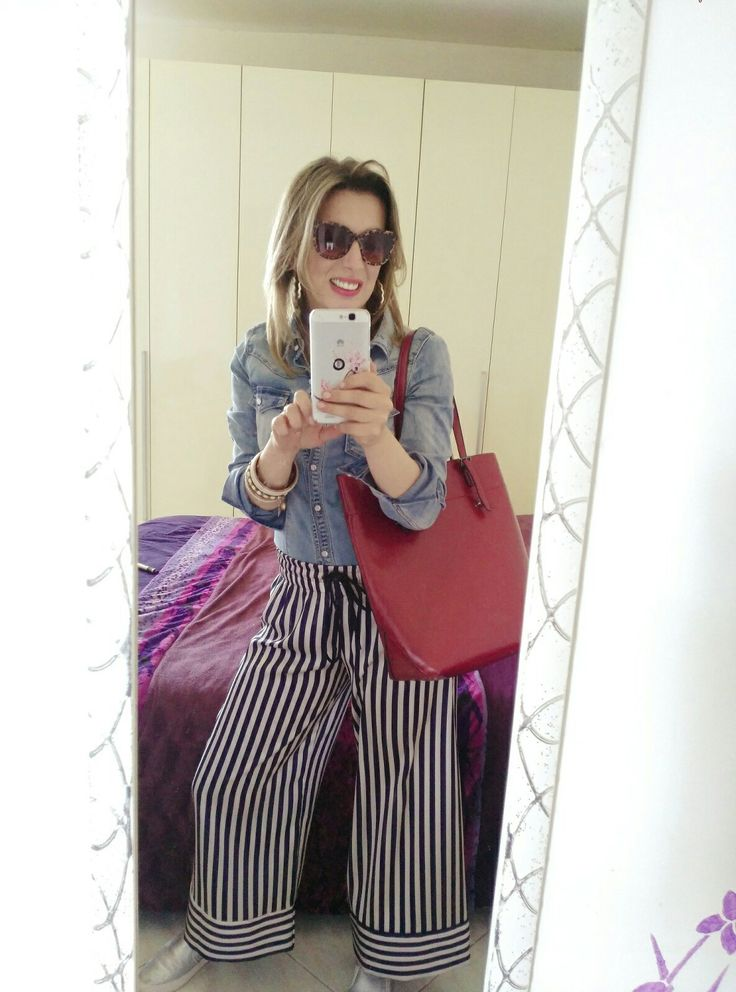 outfit da giorno, pantalone culotte a righe, camicia di Jeans, borsa rossa e slip-on  Day Outfit, striped pants, jeans shirt, red bag and slip-on