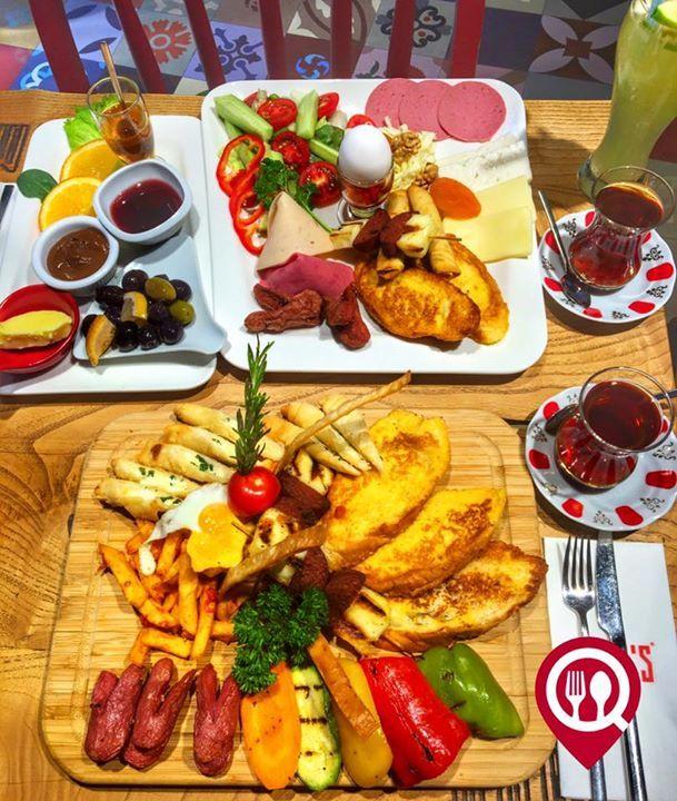 """Sıcak Kahvaltı Tabağı & Klasik Kahvaltı Tabağı - Bam's Cafe Restaurant / İstanbul ( Acıbadem )   Çalışma Saatleri 06:00-03:00  0 216 326 01 40-41  Klasik Kahvaltı Tabağı 20 TL   Sıcak Kahvaltı Tabağı 25 TL  Alkolsüz Mekan  Paket Servis Var  Sodexo Yok Setcart Var  Açık Alan Var  Otopark Yok DAHA FAZLASI İÇİN SNAPCHAT """"YEMEKNEREDEYNR"""" TAKİP ET...  Fotoğtaftaki görseller 1'er kişiliktir. Kahvaltı yanında 2 çay ücretsizdir."""