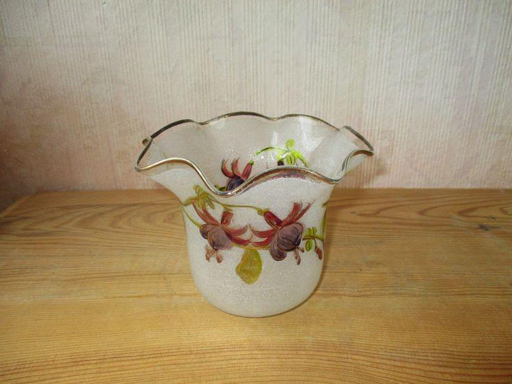 Ancienne belle tulipe en verre pour lampe à pétrole décor de fleurs de fuchsia. | eBay