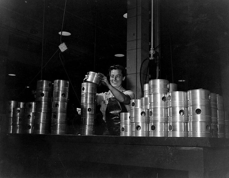 WAVES Aviation Machinist's Mate 2nd Class Lavina B. Bierer stacking aircraft engine pistons in the Engine Overhaul Shop at Naval Air Station Kaneohe, Hawaii, 9 July 1945. (US National Archives)
