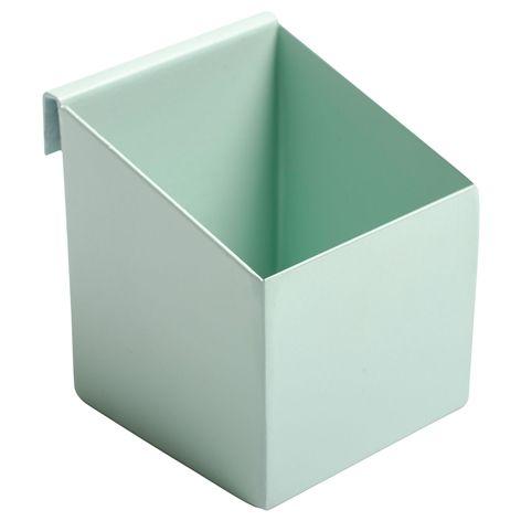 Box GALLER S turkos. 5,5x6,2 cm. Liten box i pulverlackad metall. Finns i flera olika färger och storlekar. Bakomliggande upphängningsanordning som passar för v