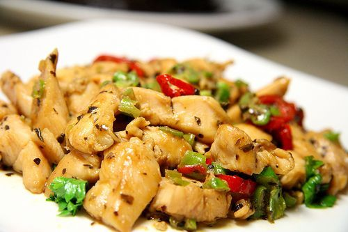 HCG Recipe - Basil Chicken  1/2 c. finely chopped green or red onion    HCG Recipe - Basil Chicken  1 clove garlic, chopped  2 1/2 c. chopped tomatoes  100 grams. Boneless chicken breast halves, cooked and cubed  1/4 c. chopped fresh basil  1/2 tsp. salt  1/8 tsp. hot pepper sauce