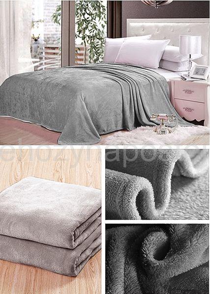 Dekorační deky a přikrývky v tmavě šedé barvě