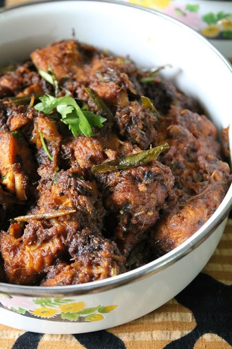 YUMMY TUMMY: Dry Pepper Chicken - Indian Style