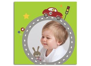 """Das schöne Kinderzimmerbild """"Auto"""" setzt Ihre Kleinen auf einem süßen Hintergrund wunderbar in Szene und ist ein Hingucker in jedem Kinderzimmer. Es bietet Platz für 1 Foto und wir hochglänzend auf Leichtschaumplatte kaschiert."""