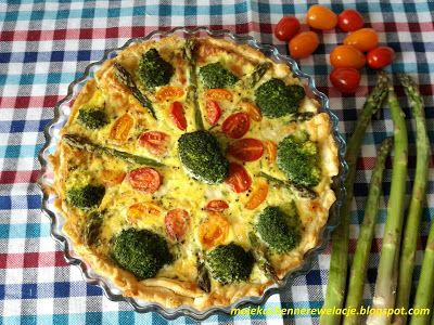 Moje                                                                       Kuchenne Rewelacje  : Tarta ze szparagami, pomidorkami i brokułem