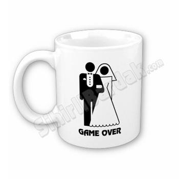 Komik hediyeler ile çay ve kahve keyfinizi daha keyifli bir hale getirebilirsiniz. Evlilere Game Over Bardak seçenekleri için tıklayın.  http://www.sihirlibardak.com/komik-tasarimlar/game-over-sihirli-bardak.html