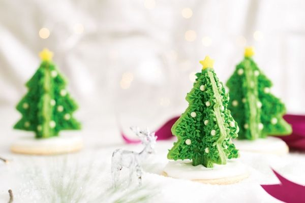 Display these pretty 3D Christmas tree cookies in clear jars on your holiday table, then pass them out as impressive party favours at the end of the night! Photo by Jeff Coulson.
