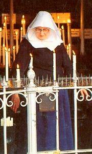 De laatste Begijn was Grootjuffrouw De Boer, ze kwam uit Rotterdam. Ze stierf op 28 januari 2002 en werd 94 jaar oud en ligt op het Begijnhof begraven.