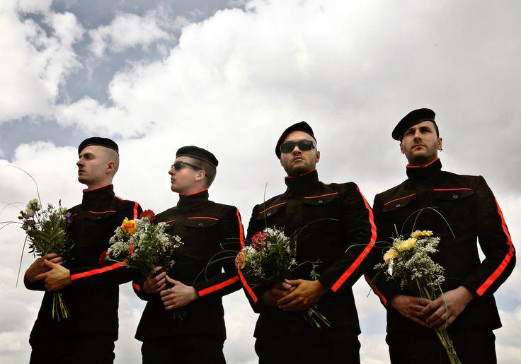 K.I.Z - Hurra die Welt geht unter - Deutsche Schattenseiten - https://www.musikblog.de/2015/07/k-z-hurra-die-welt-geht-unter-deutsche-schattenseiten/ #KIZ