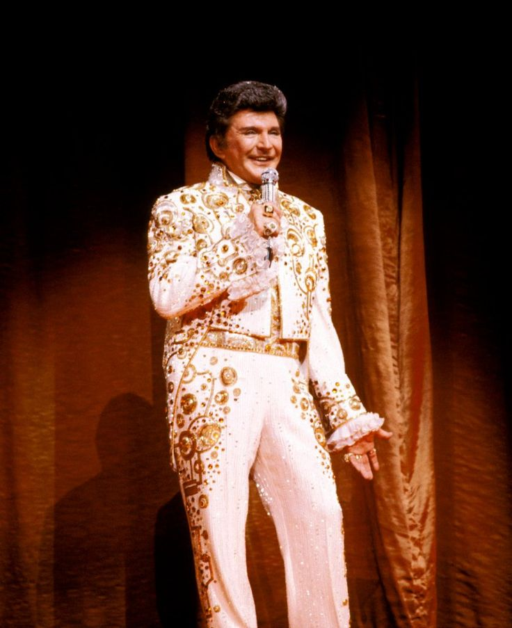 Liberace's Wild Style Through The Years (Photos) - The Daily Beast