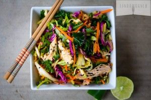 This 5 Min Spicy Asian Chicken Salad is AMAZING and so easy to make!! #paleo #glutenfree #sugarfree