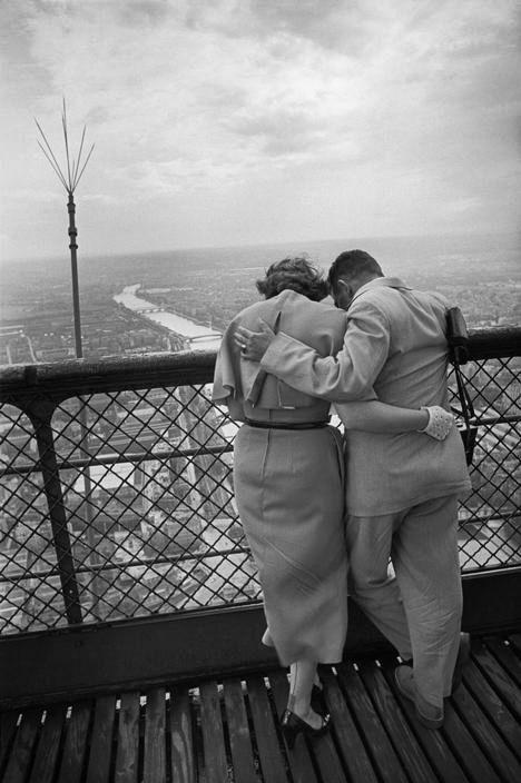 Eiffel Tower Paris 1952 Photo: Henri Cartier-Bresson