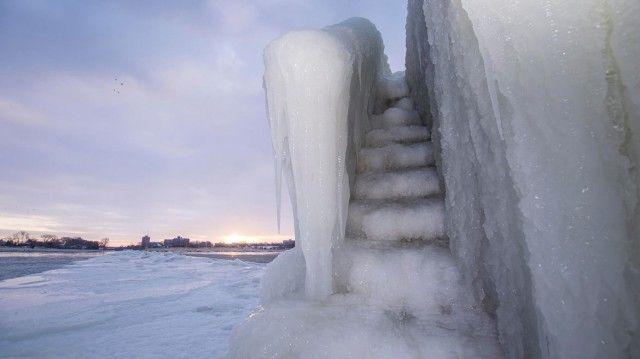 Lac Michigan banquise 10 640x359 Le Lac Michigan gelé par les températures glaciales
