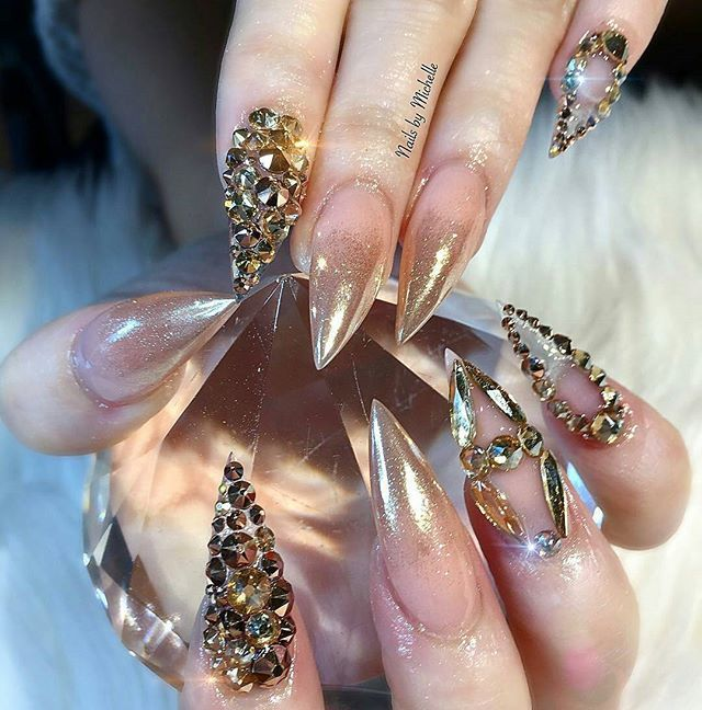 Swarovski crystals and pigments available on oceannailsupply.com . . . from @mrose_86 #oceannailsupply #nailart #rosegoldpigment #swarovski #swarovskicrystal