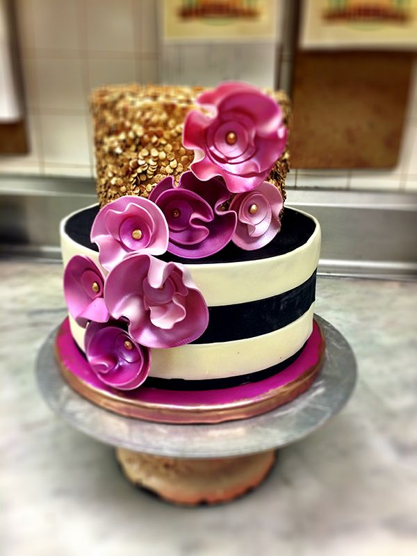 Edible glitter, sparkle dust or shimmer spray can take your cake dec from sweet to spectacular. Here's how to use them for cake designs that shine: