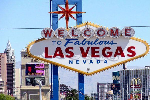На западе США, прямо в центре пустыни Мохаве, находится город Лас-Вегас. Он знаменит, как один из самых знаменитых центров игровой и развлекательной индустрии. Тут работает более 80 казино, открыто множество фешенебельных отелей. Жизнь в городе не стихает ни днем, ни ночью. В Лас-Вегасе часто проводятся презентации лучших мировых брендов. Город манит и возможностью быстро разбогатеть, да и просто весело провести время. Лас-Вегас окру... http://www.molomo.ru/myth/las_vegas.html #Лас-Вегас