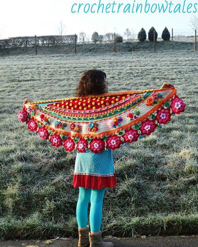 Jaaa de sjaal is klaar!! Vanmiddag teruggekomen van vakantie. Lekker mijn sjaal kunnen afmaken en nu dragen!!! Hij staat wel super…