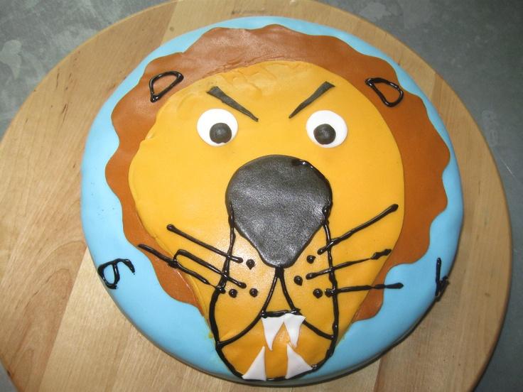 Een verjaardagstaart van een boze en gevaarlijke leeuw.