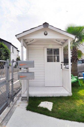 「インポートものの小屋のキットを買って、大工さんと一緒に組み立てました。通りからの庭の目隠しにもなっています」