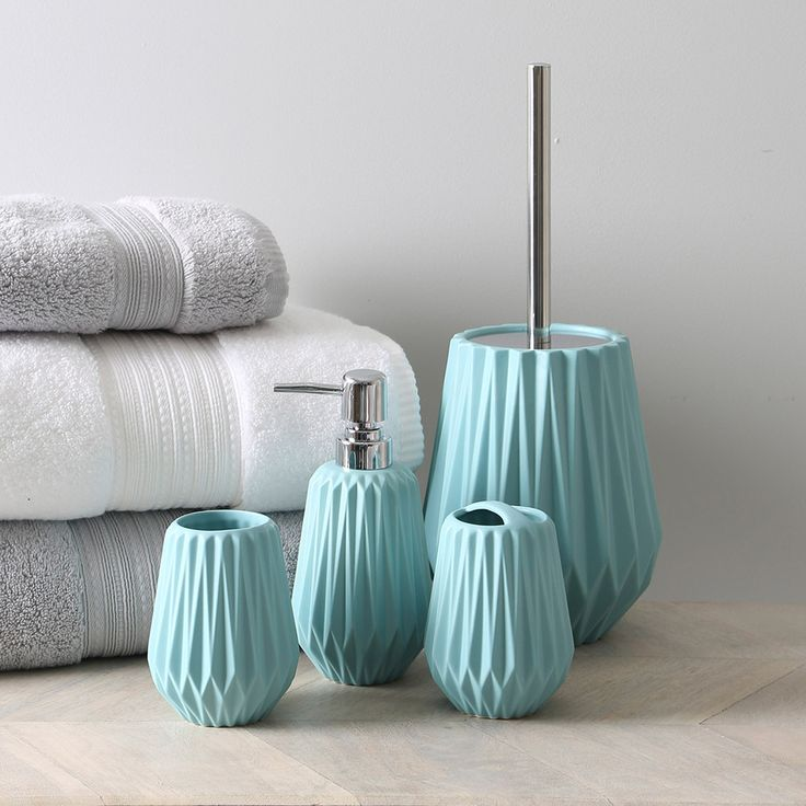 Aqua bathroom accessories regency aqua blue bath for Turquoise blue bathroom accessories