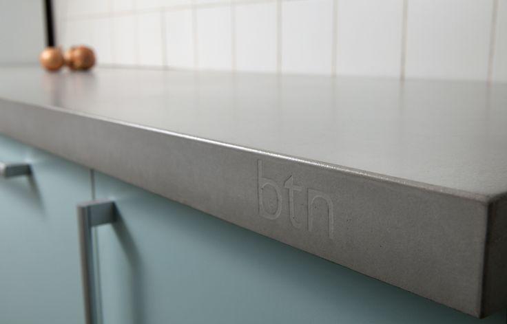 concrete countertop  I  pracovní kuchyňská deska z tenkostěnného betonu