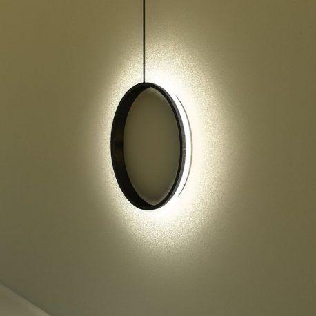 Esta pieza está diseñada para darle estilo e iluminación a los espacios de tu hogar. su diseño sobrio le va a brindar una iluminación tenue y agradable a la vista. Se puede ubicar en cualquier lugar de la casa. Este diseño evoca la luz circular del sol cuando entra en estado de eclipse a través de los reflejos de luz y las sombras que por su diseño van a brindar esta sensación.    Producto diseñado y construido artesanalmente en los talleres OBJ.diseño.