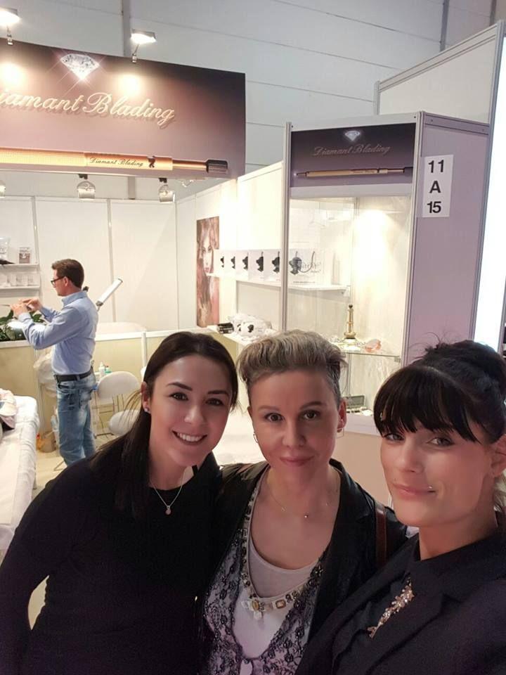 BEAUTY MESSE DÜSSELDORF 2017 | Brigitte Steinmeyer ist eine aus TV und Presse bekannte Beauty-Expertin aus Zürich, Heilpraktikerin, Kosmetikerin, Expertin für ästhetisch-medizinische Faltenbehandlung mit Fillern und Erfinderin des Diamant Blading, einer Weltneuheit im Permanent Make Up für die Augenbrauen. Erfahren Sie mehr unter http://diamant-lifting.com/brigitte-steinmeyer