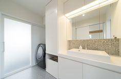 壁のタイルがアクセントになった浴室・洗面所スペース