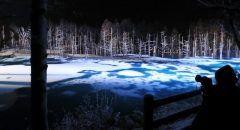 北海道美瑛びえい町の観光名所青い池のライトアップが始まりましたよ 昼間でも鮮やかな青色の絶景が観光客に人気ですがLEDに照らされた光景も幻想的です() 来年月末までなので年末年始の旅行にぜひ tags[北海道]