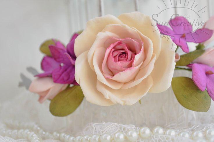 Нежное и воздушное,цветочное украшение добавит в ваш образ женственность и романтичность!  Материал цветов пластичная замша, приятная на ощупь.  Цвета по вашему желанию....
