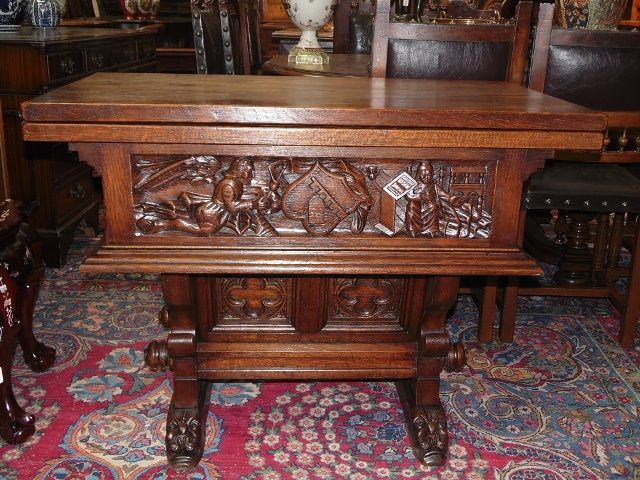 1880 yılları Antik Rönesans  meşe sehpa. Üstü açılabilir, kenarlarında olağan üstü el oymaları var.Ölçüler 75cm.x 100cm.x 112cm